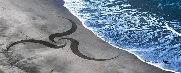 Andres Amador - sand and water art