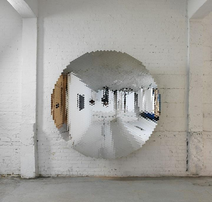 Anish Kapoor - fragmented mirror