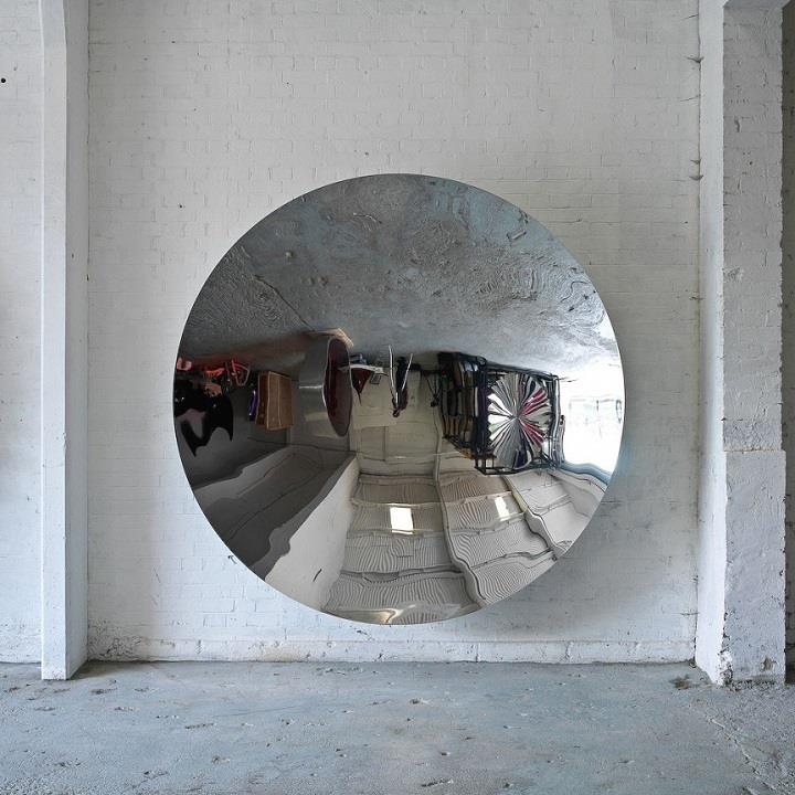 Anish Kapoor - mirror sculpture