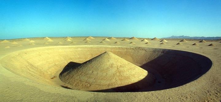 Danae Stratou - Desert Breath land art