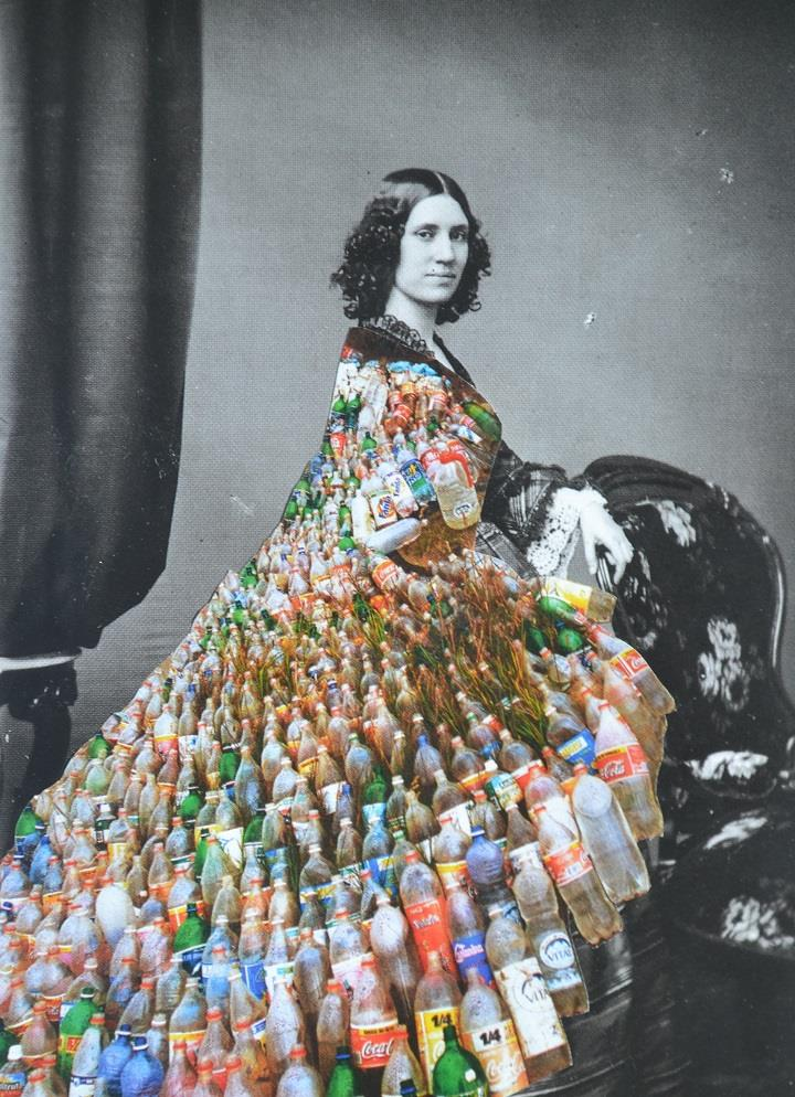 Djuno Tomsni - bottle dress