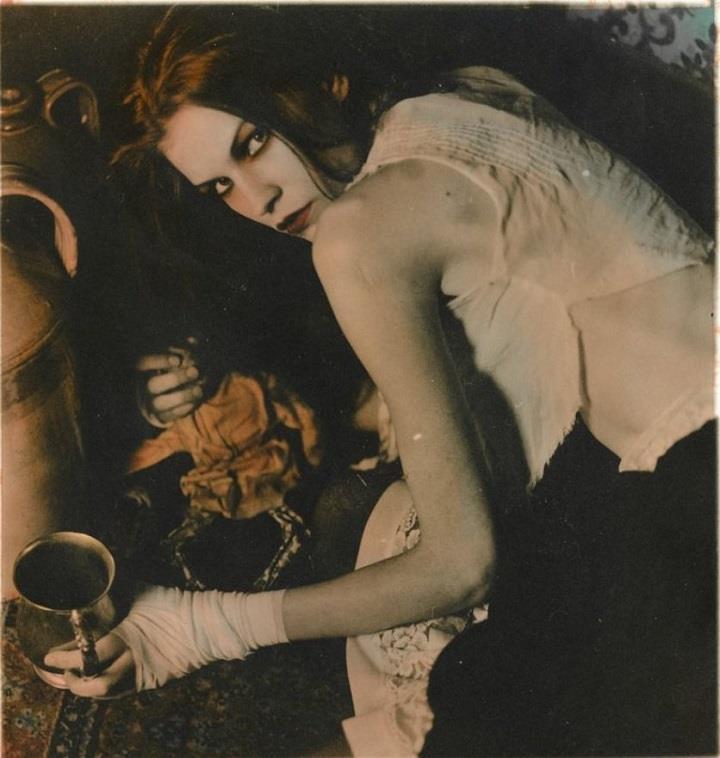 Ellen Rogers - Vania