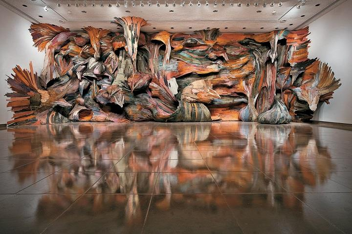 Henrique Oliveira - an installation art
