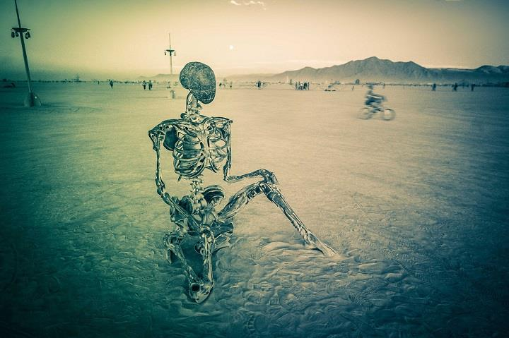 Trey Ratcliff - skeleton at burning man
